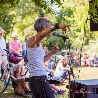 Clémence de la Taille; Purple Ashes en concert. Festival Ouvre la voix, Citon-Cénac, dimanche 5 septembre 2021. Photographie © Christian Coulais
