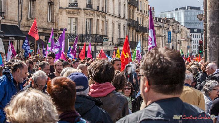 """""""Sud Solidaires arrive, les plus photogéniques, car les drapeaux sont multicolores !"""" Manifestation contre la réforme du code du travail. Place Gambetta, Bordeaux, 12/09/2017"""
