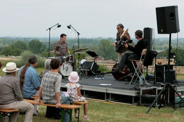 """Tout public"" Philippe Bayle Trio; Didier Ottaviani, Iazid Ketfi, Philippe Bayle. Festival JAZZ360 2011, Quinsac. 05/06/2011"
