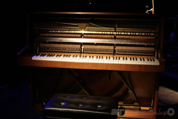 Orgue joué par Jean-Yves Yung; Roger Biwandu Quintet, Festival JAZZ360 2011, Cénac. 03/06/2011