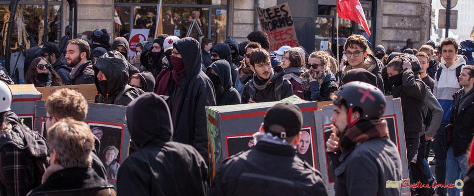 """14h42 """"Le train-train des lycéens/étudiants 7"""". Manifestation intersyndicale de la Fonction publique/cheminots/retraités/étudiants, place Gambetta, Bordeaux. 22/03/2018"""