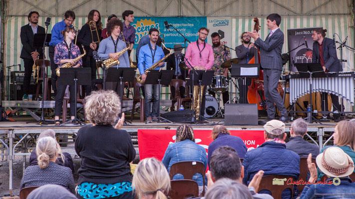 Une salve d'applaudissements pour le Big Band du Conservatoire Jacques Thibaud. Festival JAZZ360 2019, parc du château de Pomarède, Langoiran. 06/06/2019
