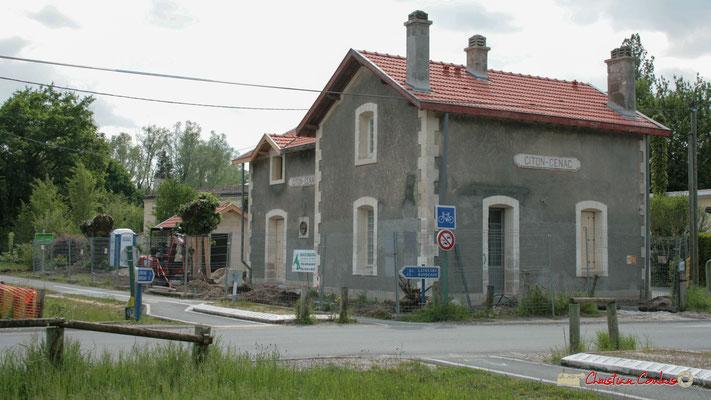 Gare ferroviaire de Citon-Cénac en cours de réhabilitation. Cénac, 06/05/2010