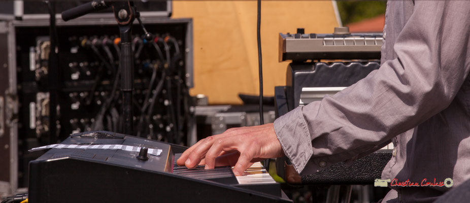 """Jeu de mains"" de Loïc Cavadore; Loïc Cavadore Trio. Festival JAZZ360 2019, Camblanes-et-Meynac. 08/06/2019"