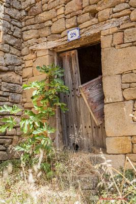 Maison ancienne et parcelle en contrebas à l'abandon, Ujué, Navarre / Casa antigua y parcela de tierra abajo, Ujué, Navarra