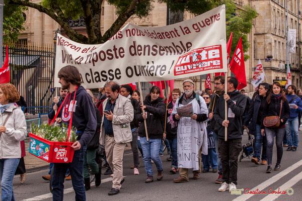 10h36 Vente du muguet au profit du PCF. Défilé de Lutte Ouvrière. Cours d'Albret, Bordeaux. 01/05/2018