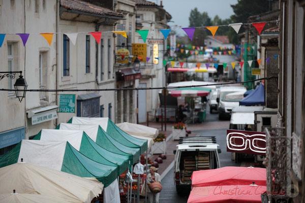 Les forains investissent encore la rue Amaury de Craon, Marché de Créon, Gironde