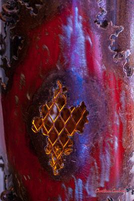 Détails du luminaire de Jean-François Buisson. Le Ras d'eau, atelier de Sébastien Rideau, artiste plasticien. Le Verdon-sur-mer, samedi 3 juillet 2021. Photographie © Christian Coulais