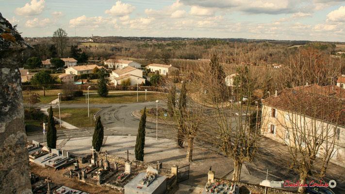 Vue panoramique nord-ouest, depuis le clocher-mur de l'église Saint-André, Cénac. 18/02/2010