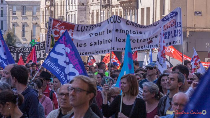 """C.G.T. Ford """"Luttons tous ensemble pour les emplois, les salaires, les retraites, non aux licenciements et aux fermetures des usines"""" Manifestation intersyndicale de la Fonction publique, place Gambetta, Bordeaux. 10/10/2017"""