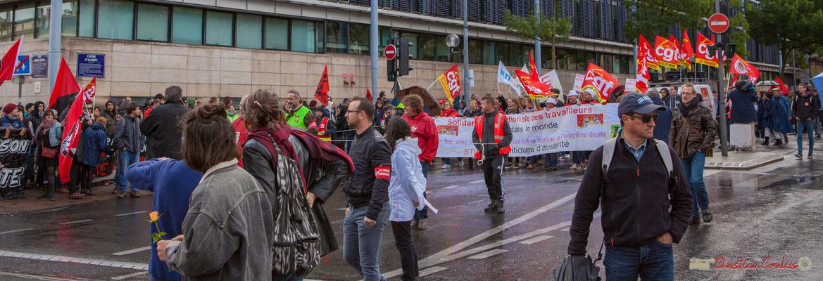 Départ de la place de la République de la tête de cortège C.G.T. Manifestation du 1er mai 2017, avec la France Insoumise, cours d'Albret, Bordeaux