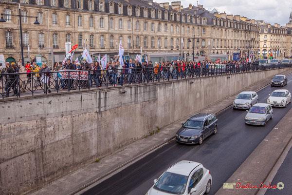 11h55  Les quais sont libérés. La manifestation du 1er mai 2018, fête du travail; solidarité internationale des travailleurs, remontera cours Victor Hugo, jusqu'à la Place de la Victoire (avec l'espoir d'y arriver un jour prochain). Bordeaux, 01/05/2018