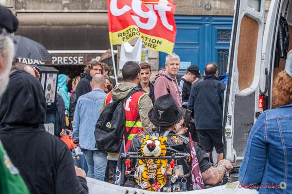 """""""Handicapé-es et valides, même combat"""" Manifestation contre la réforme du code du travail. Place Gambetta, Bordeaux, 12/09/2017"""