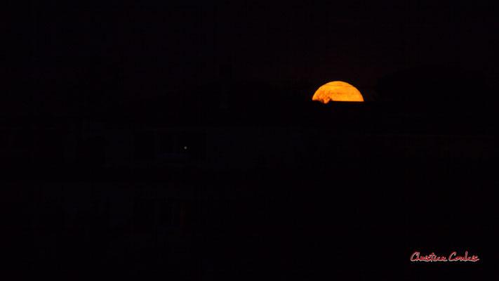 Super lune. Mercredi 8 avril 2020, 21h29mn04s. Cénac, Gironde, France.