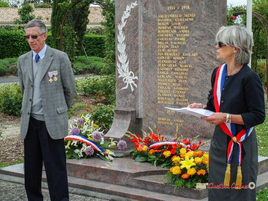 Gérard Pointet, Président des Anciens Combattants; Simone Ferrer, Maire de Cénac. Hommages et commémoration de l'Armistice du 8 mai 1945 à Cénac, ce mardi 8 mai 2012.