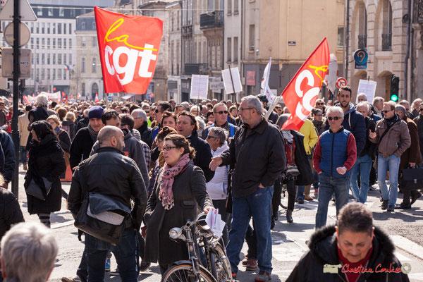 14h31 Le flot de manifestants est continu ! Manifestation intersyndicale de la Fonction publique/cheminots/retraités/étudiants, place Gambetta, Bordeaux. 22/03/2018
