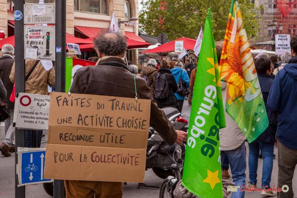 """11h07 Militant écologiste : """"Faites du travail une activité choisie reconnue utile pour la collectivité"""" Place Gambetta, Bordeaux. 01/05/2018"""