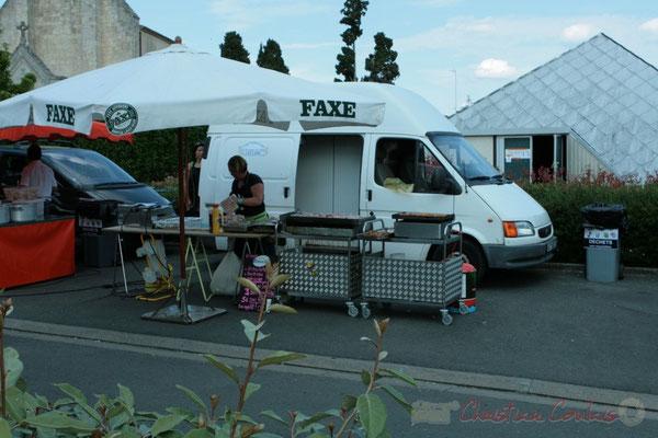 Restauration sur place et des boutiques artisanales. Festival JAZZ360, Les coulisses du Festival à Cénac. 03/06/2011