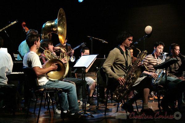 Grat Martinez joue du saxophone baryton. Big Band du Conservatoire Jacques Thibaud, section Musiques Actuelles Amplifiées-Jazz. Festival JAZZ360 2010, Cénac. 14/05/2010
