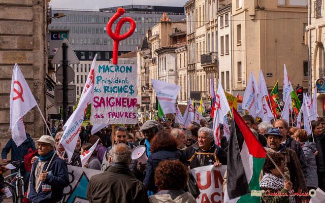 """11h00 """"Macron Président des riches, saigneur des pauvres"""" Vaste cortège de la France insoumise, place Gambetta, Bordeaux. 01/05/2018"""