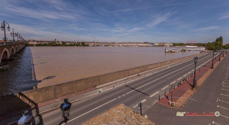 Pont de pierre, quai de Queyries, ponton Yves Parliers. Bordeaux, 22/06/2019 Reproduction interdite - Tous droits réservés © Christian Coulais