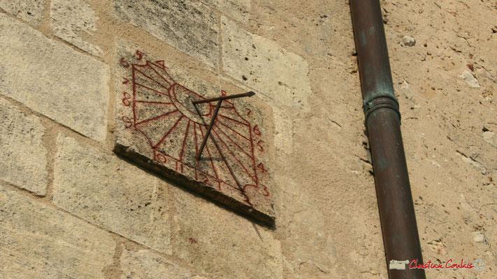 Cadran solaire datant de 1744, sans doute modifié. Eglise Saint-André, Cénac. 18/02/2010