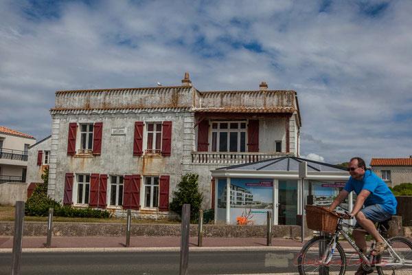 Destruction d'habitat traditionnel pour construire de l'habitat estivalier, Corniche vendéenne, Vendée, Pays de la Loire