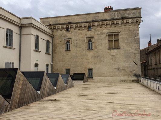 Vue de l'une des terrasses de la Fondation Vincent van Gogh, Arles