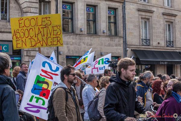 """""""Ecoles associatives en danger"""" Manifestation contre la réforme du code du travail. Place Gambetta, Bordeaux, 12/09/2017"""