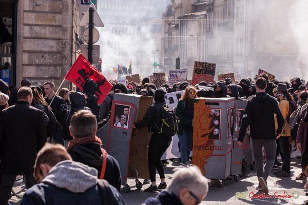 """14h41 """"Le train-train des lycéens/étudiants 3"""". Manifestation intersyndicale de la Fonction publique/cheminots/retraités/étudiants, place Gambetta, Bordeaux. 22/03/2018"""