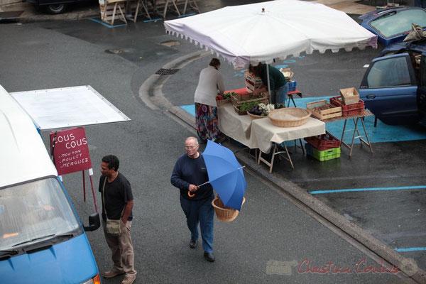 Les clients fidèles font la queue, Place de la Prévôté, Marché de Créon, Gironde