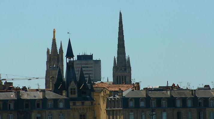 Quai Richelieu, Porte Cailhau, Tour Pey-Berland, la Croix du Mail, Cathédrale Saint-André de Bordeaux. Reproduction interdite - Tous droits réservés © Christian Coulais