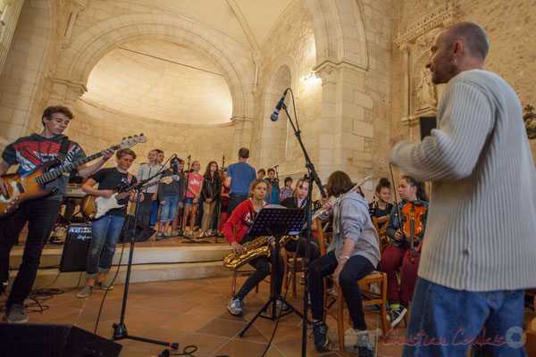 Le Big Band Jazz du Collège de Monségur, dirigé par Rémi Poymiro, accompagne la Chorale jazz de l'école de Le Tourne, 10/06/2016