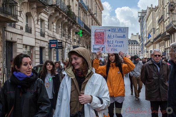 """15h10, UNEF, """"Code du travail, par Valls ; Art 1 : Travaille; Art 2 : Ferme ta gueule. FIN"""". Rue Esprit des Lois, Bordeaux"""