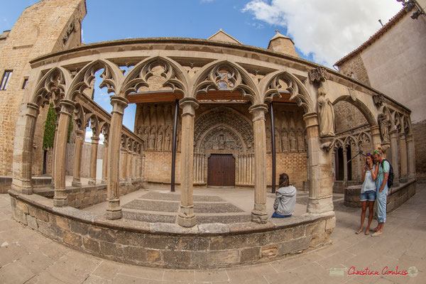 Iglesia de Santa María de Olite, Navarra. Edifice gothique dont la construction s'est prolongée du XIIe au début du XIVe siècle / Gótico cuya construcción se prolongó desde el XII hasta principios del siglo XIV.