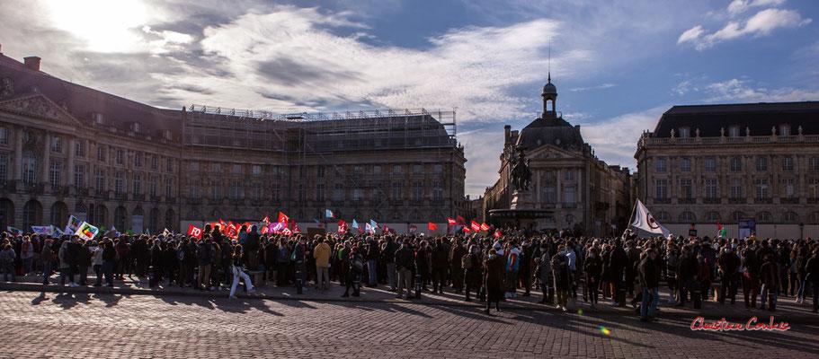 B 6 000 à 7 000 personnes. Manifestation contre la loi Sécurité globale. Samedi 28 novembre 2020, place de la Bourse, Bordeaux. Photographie © Christian Coulais