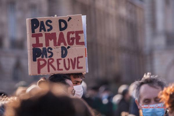 """""""Pas d'image, pas de preuve"""" Manifestation contre la loi Sécurité globale. Samedi 28 novembre 2020, place de la Bourse, Bordeaux. Photographie © Christian Coulais"""