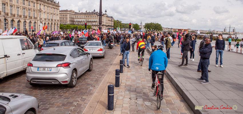 11h36 Manifestation du 1er mai 2018, fête du travail; solidarité internationale des travailleurs (mais pas de tous). Quai de la Douane, Bordeaux.