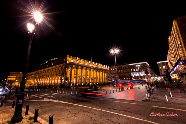 F13; 0,6 seconde. Place de la Comédie, Grand-théâtre de Bordeaux. Mercredi 16 décembre 2020. Photographie © Christian Coulais