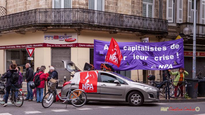 9h58 Les militants NPA sont cours d'Albret, Bordeaux. 01/05/2018