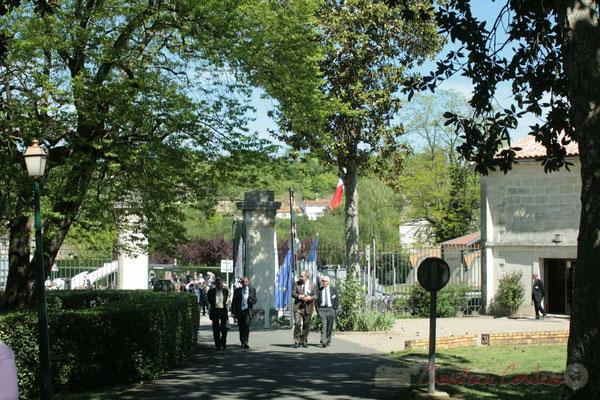 Entrée du parc du Château de Latresne depuis le rond-point de l'Aérocampus Aquitaine, Latresne