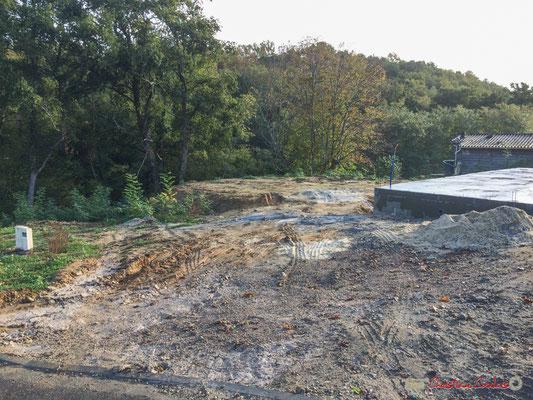 Avec de lourds terrassements, le clos du Petit Maître, avenue du bois du moulin, Cénac, Gironde. 16/10/2017