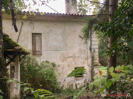 Mur au cadran solaire. Domaine de Donlabade, avenue du Rauzé, Cénac, Gironde. 16/10/2017