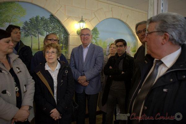 Martine Faure remercie Jean-Marie Darmian pour la réussite sociale sur la Commune de Créon. Epicerie solidaire, l'Annexe de la Cabane, 38, rue Amaury de Craon à Créon