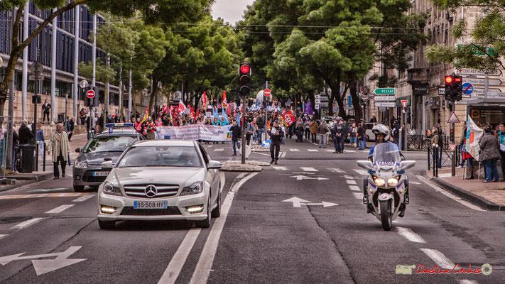 10h25 En 1968, du temps du Général, la police ne roulait pas en Mercedes. En 2018, avec Emmanuel Macron, Monarque républicain des très riches, les temps changent ! Cours d'Albret, Bordeaux. 01/05/2018