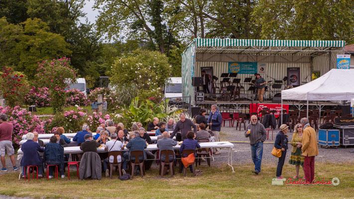 Pause repas & changement de plateau pour Adrien Brandéis Quartet. Festival JAZZ360, Parc du Château de Pomarède, Langoiran. 06/06/2019