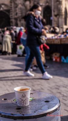 """""""Pose café"""" Marché Saint-Michel, Bordeaux. Samedi 6 mars 2021. Photographie © Christian Coulais"""