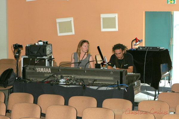 Les techniciens lumières et sons. Répétition du Conservatoire Jacques Thibaud, section MMA. Festival JAZZ360, Les coulisses du Festival à Cénac. 03/06/2011