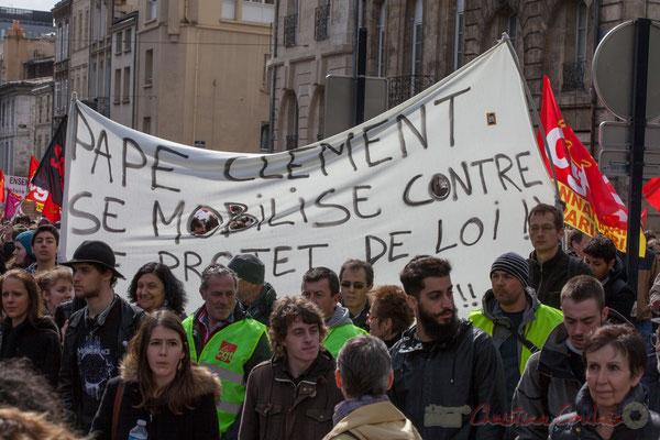 """14h29, (Lycée) """"Pape Clément se mobilise contre le projet de loi ! ! ....! !"""". Place Gambetta"""