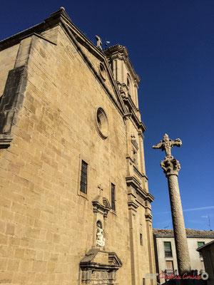 Croix et église Santa Maria, Olite Navarre / Cruz e iglesia Santa María, Olite Navarra